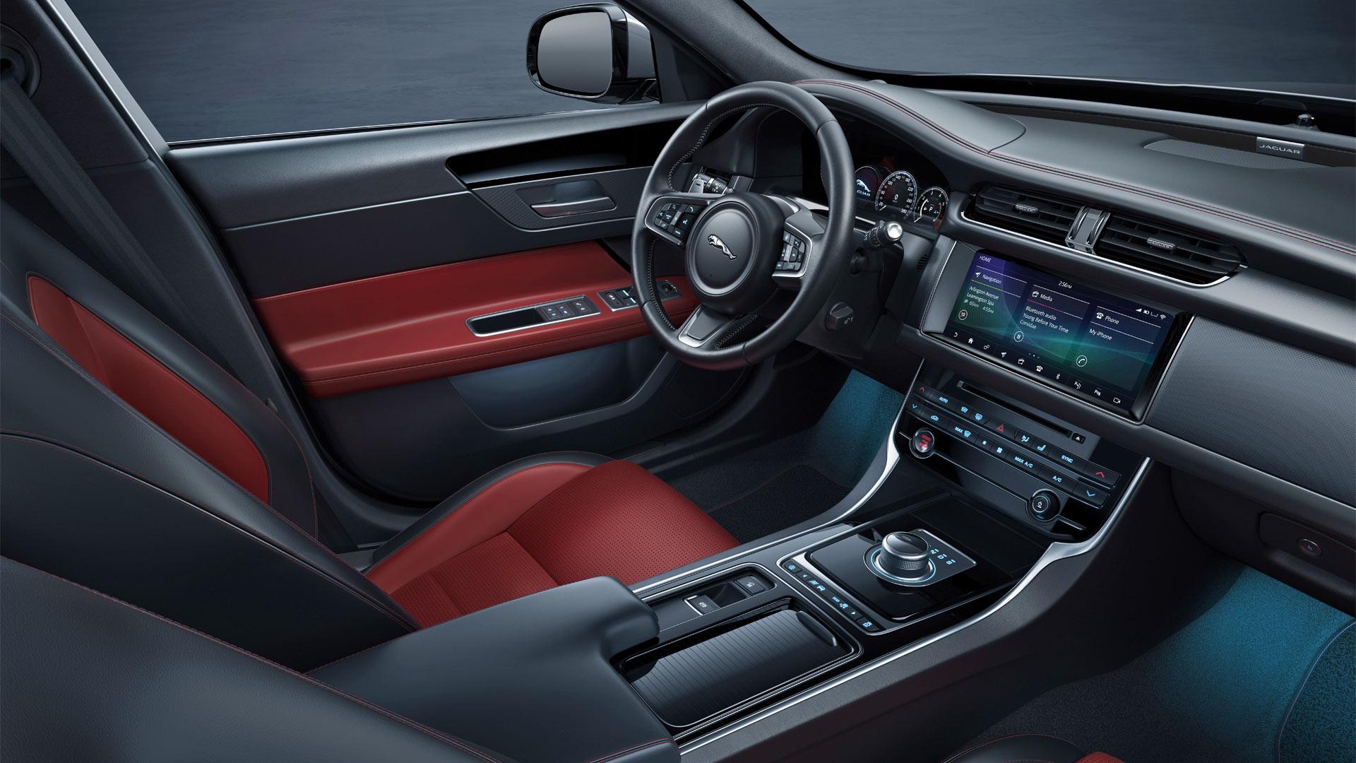 Jaguar-XF-Chequered-Flag-special-edition-Interior_2