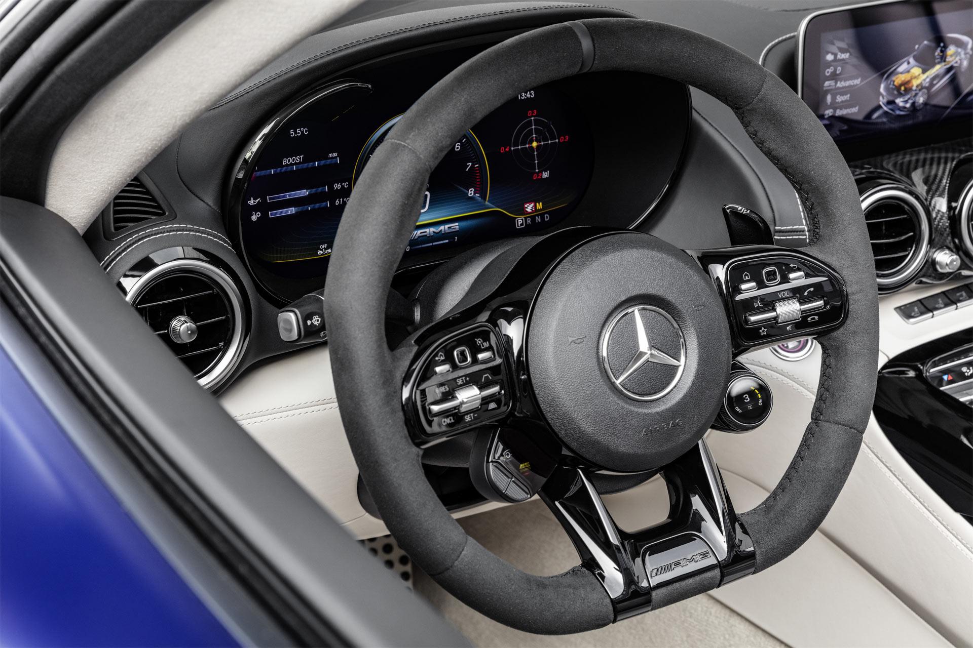 2019-Mercedes-AMG-GT-R-Roadster-Interior-Steering-Wheel