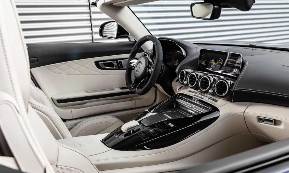 2019-Mercedes-AMG-GT-R-Roadster-Interior_2