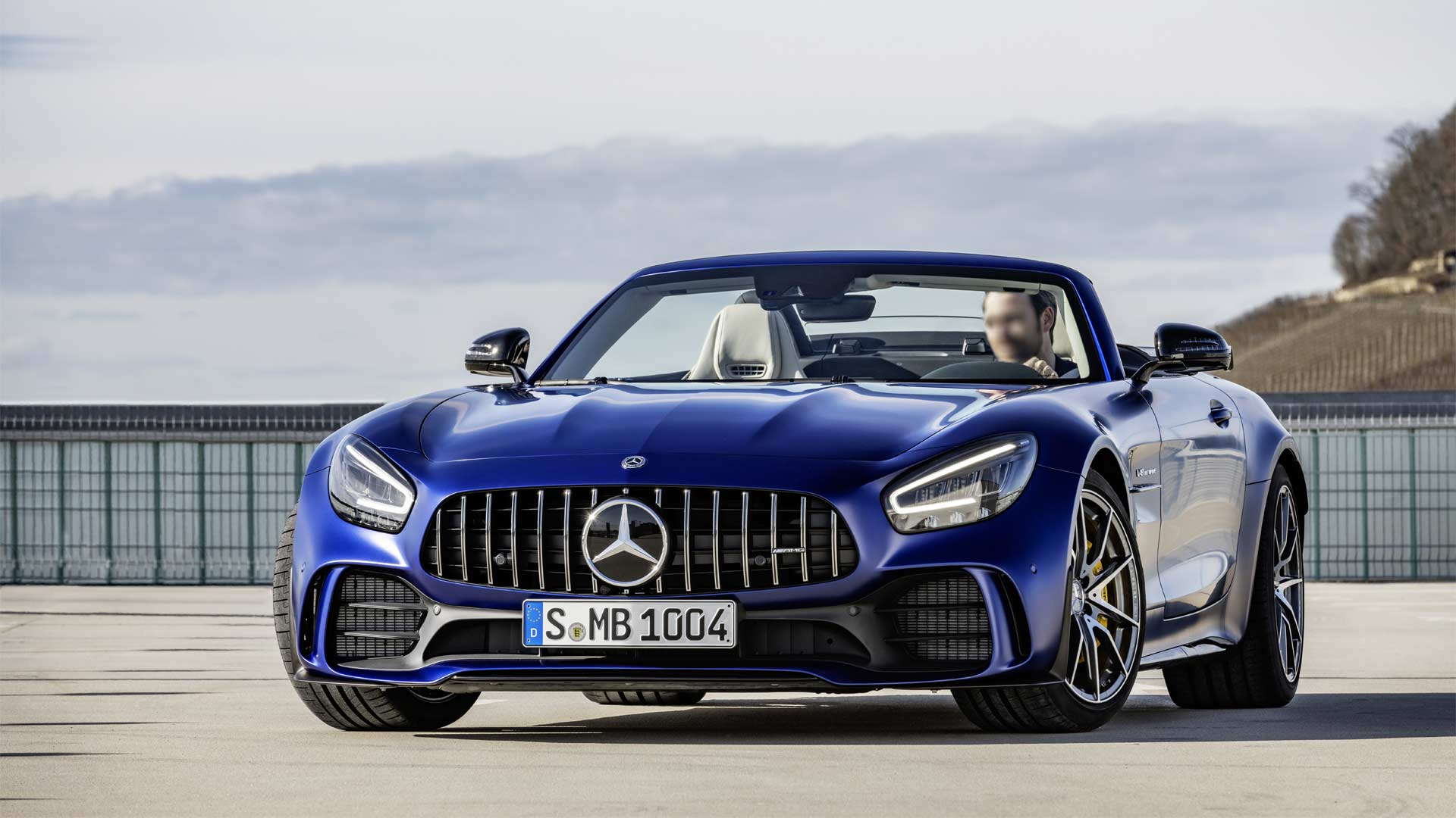 2019-Mercedes-AMG-GT-R-Roadster_8