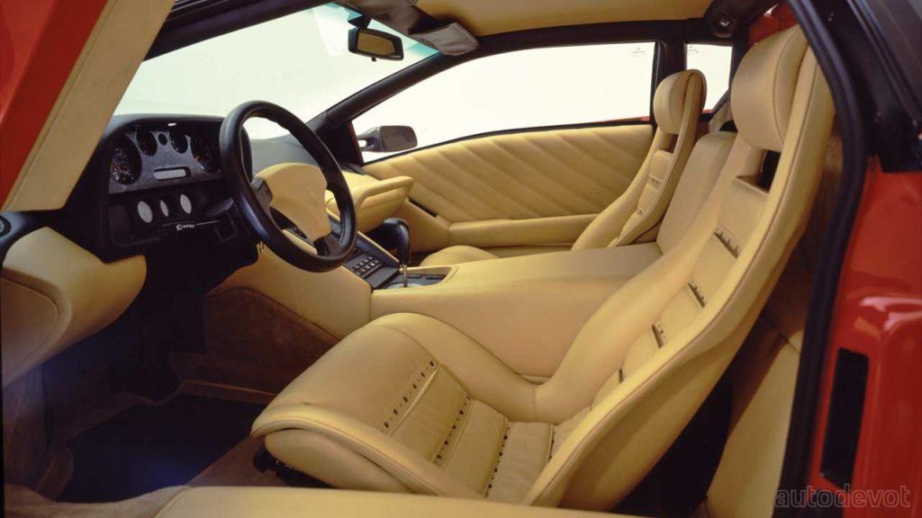 1990-Lamborghini-Diablo_interior