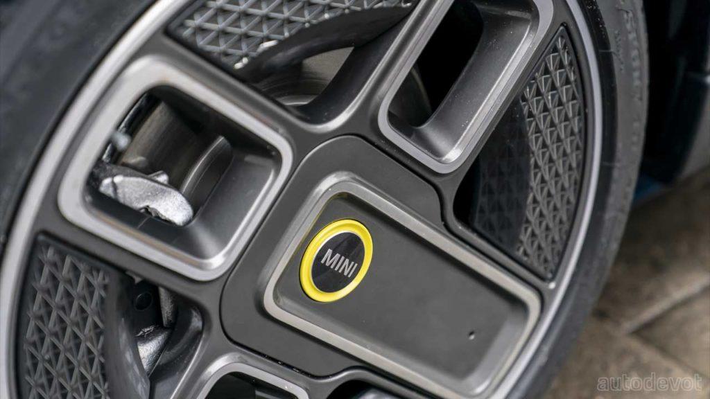 2021-Mini-Cooper-SE-Electric-Collection_wheels