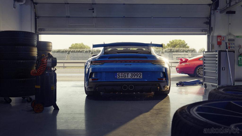 2021-Porsche-911-GT3_rear
