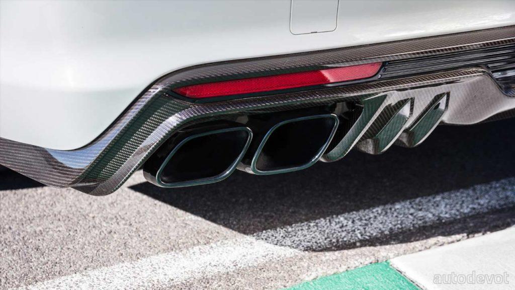 2022-Cadillac-CT5-V-Blackwing_rear_diffuser_tailpipes