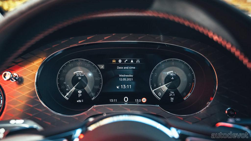 2022-Bentley-Bentayga-S_interior_instrument_display
