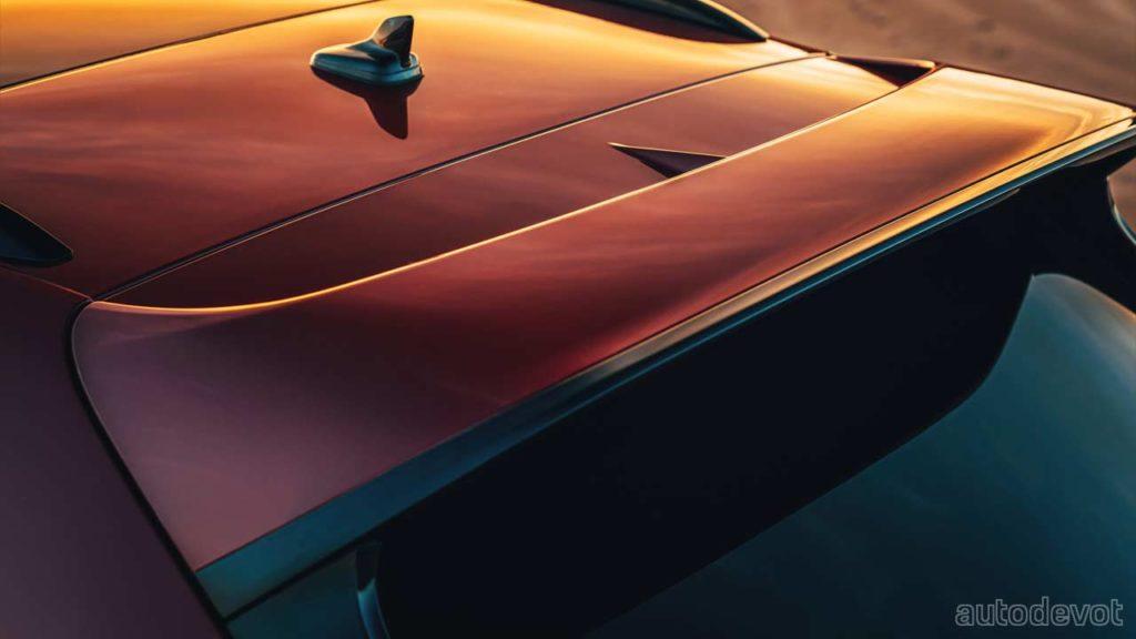 2022-Bentley-Bentayga-S_rear_roof_spoiler