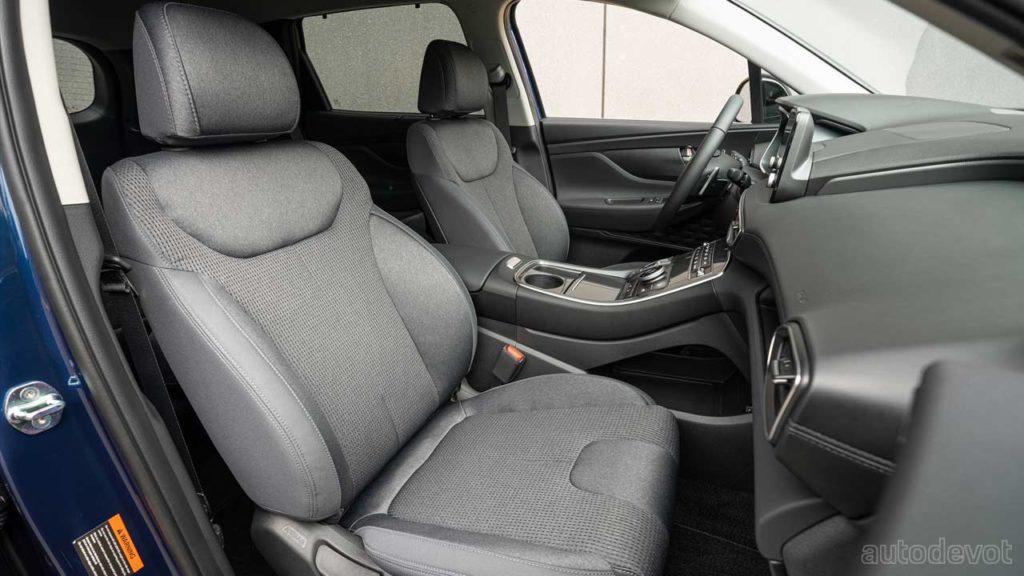 2022-Hyundai-Santa-Fe-XRT_interior_front_seats