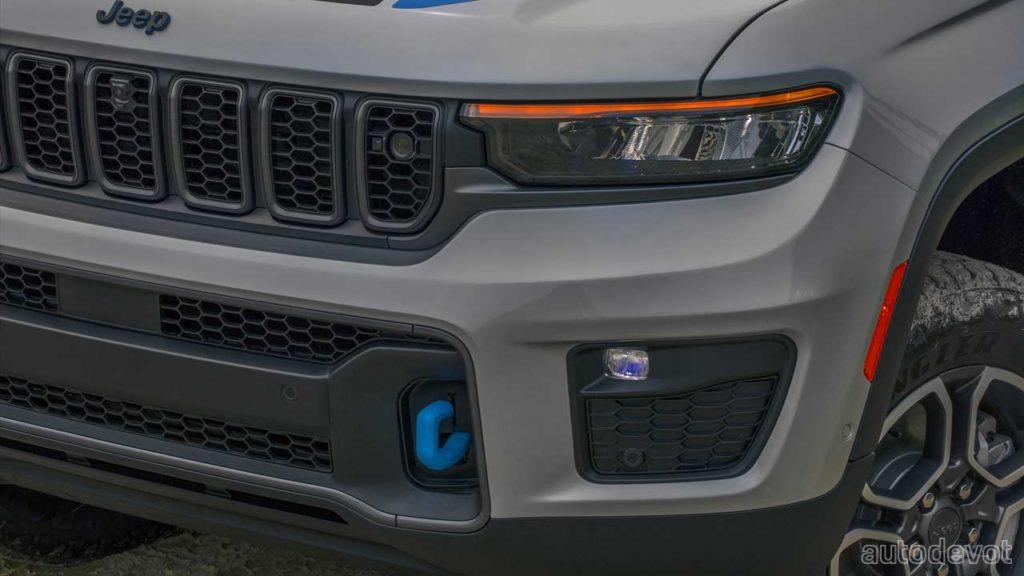 2022-Jeep-Grand-Cherokee-Trailhawk-4xe_headlight